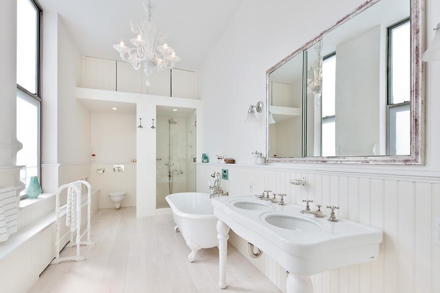Kate Winslet: La británica también es dueña de un ático dúplex en La Gran Manzana, en el prestigioso barrio de Chelsea. Tiene más de 3.000 metros cuadrados que contiene 4 habitaciones, y el principal cuenta con baño propio con una bañera enorme, dos duchas y dos lavabos.