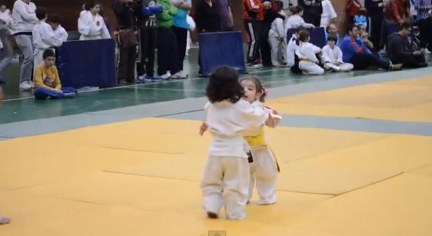 pelea-judo-nenas