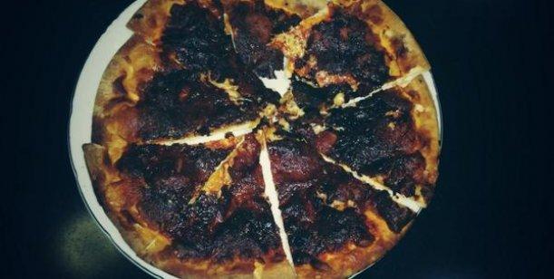 pizza-quemada-charlotte-caniggia
