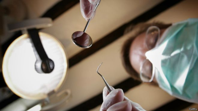 inglaterra_dentista_virus_sida
