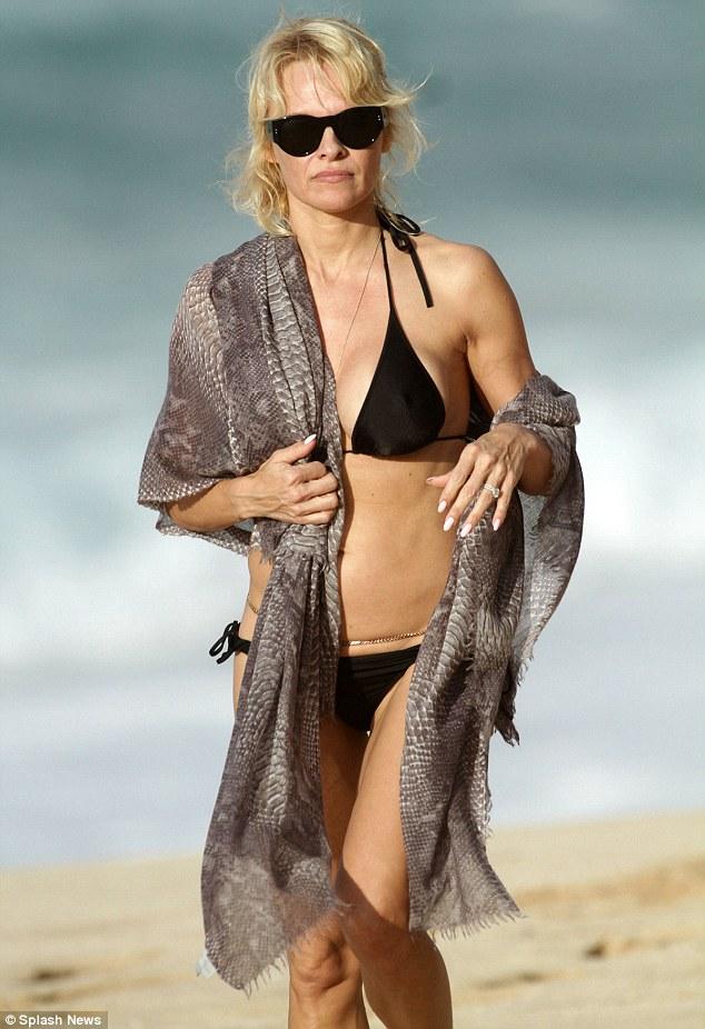 2444A1CA00000578-2887682-Stunning_The_former_Baywatch_star_wowed_in_a_black_string_bikini-a-4_1419607744067
