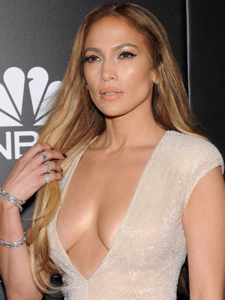 Jennifer-Lopez-escote-2