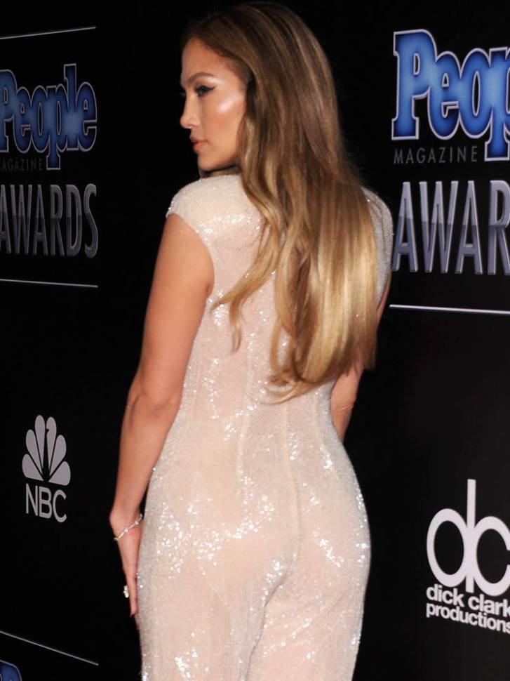 Jennifer-Lopez-escote-4
