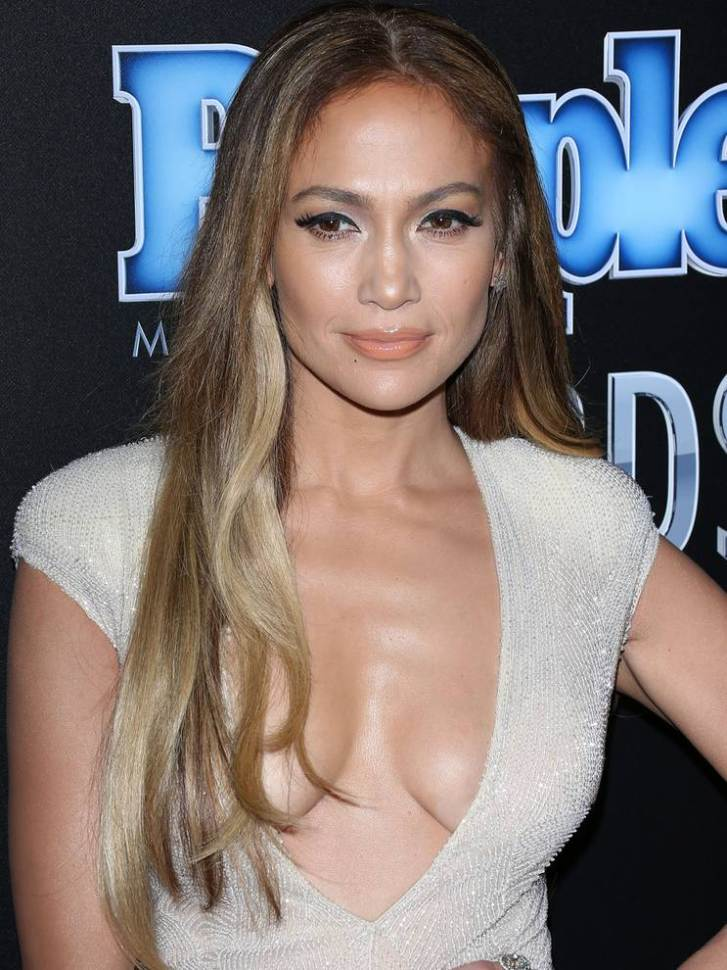 Jennifer-Lopez-escote-6