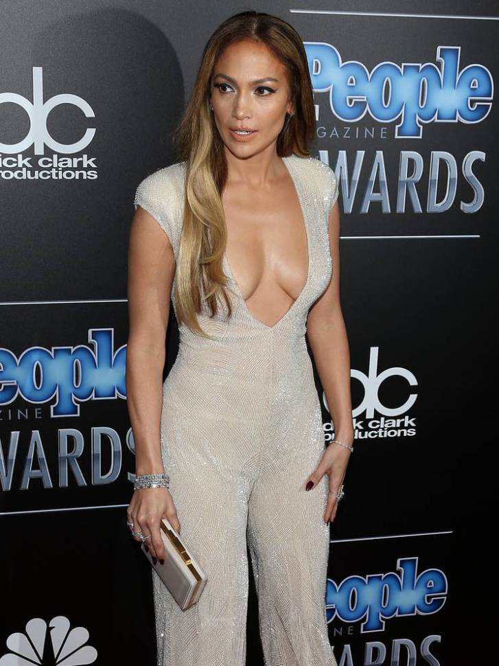 Jennifer-Lopez-escote-7