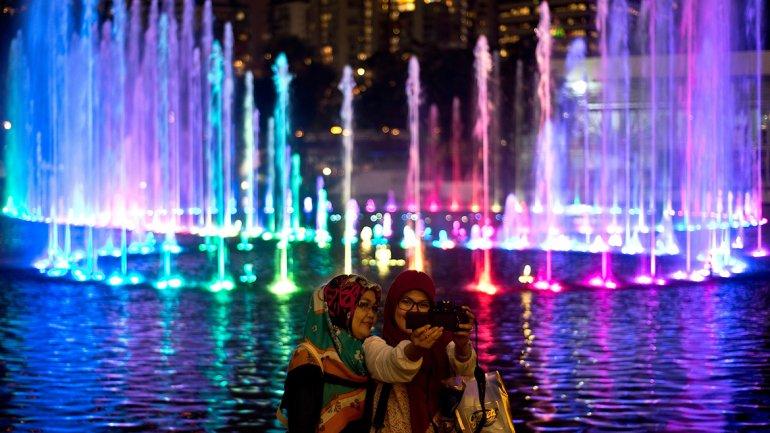Indonesia: Show de aguas danzantes