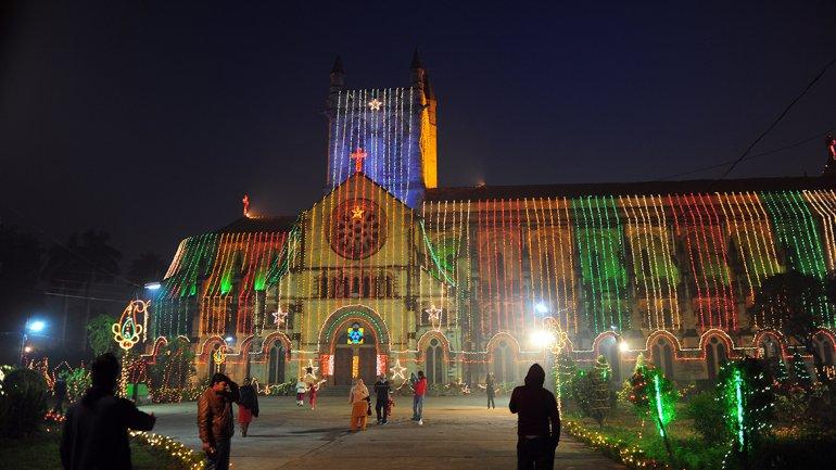Increíble iluminación de una iglesia