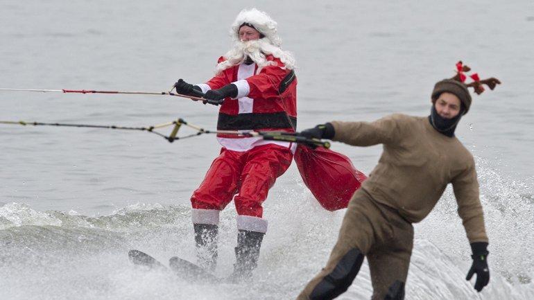 EEUU: Papá Noel esquiando