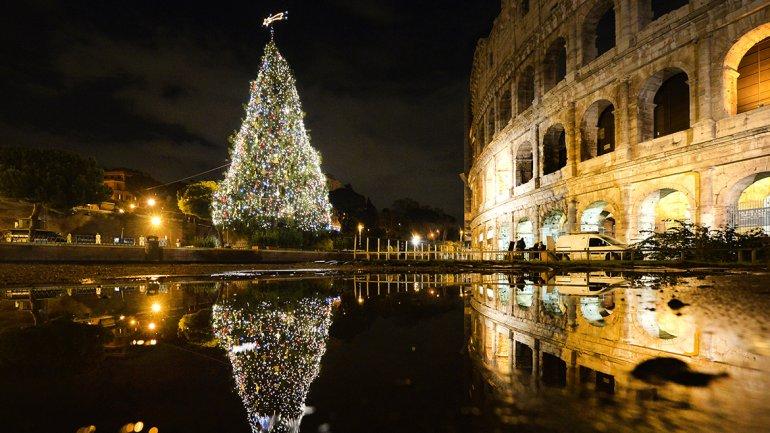 El Coliseo romano decorado de Navidad