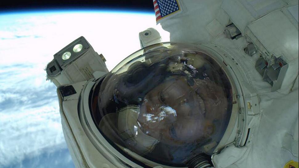 Una selfie de otro mundo: el astronauta Rick Mastracchio aprovechó mientras arreglaba la Estación Internacional Espacial y se sacó una autofoto