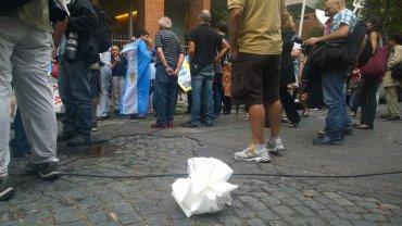 destrozo-corona-de-Nisman