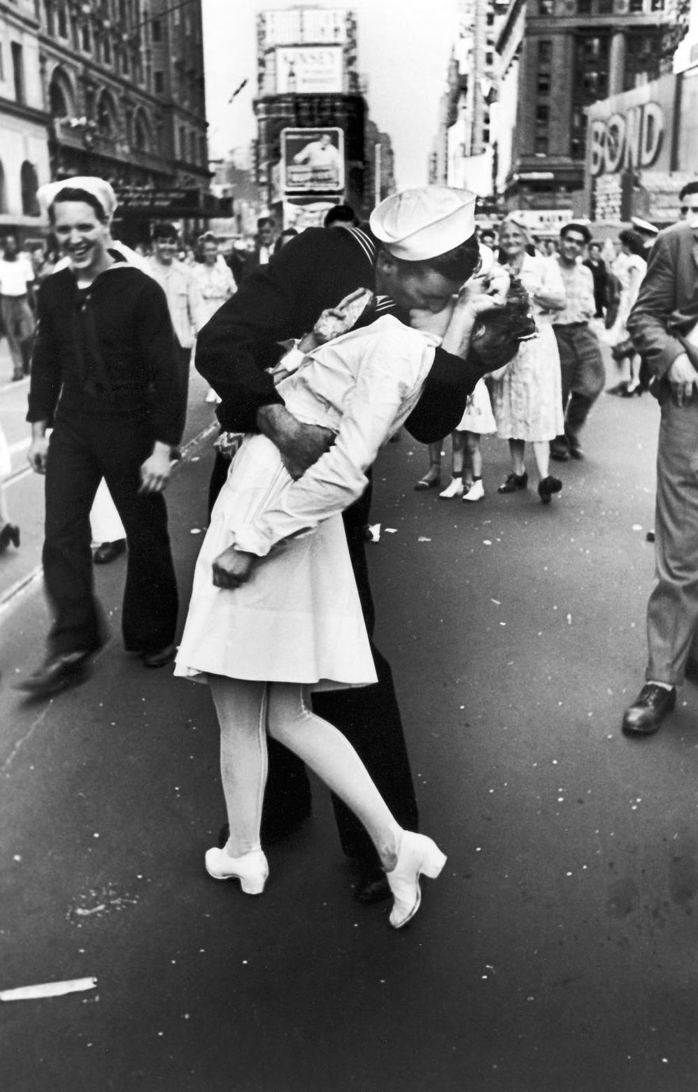 Marinero besando a enfermera en el Times Square, 14 de agosto de 1945