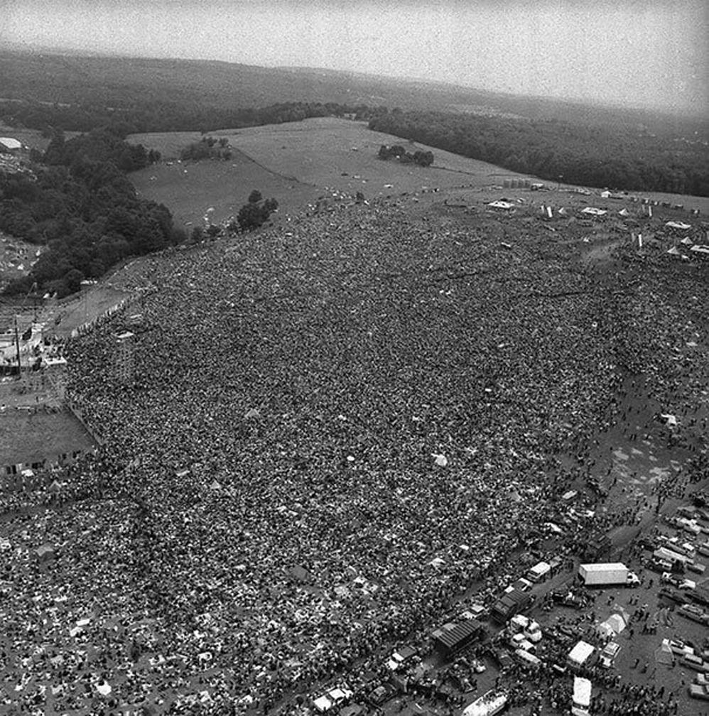 Mucha gente se reúne para la Primera Woodstock, 1969