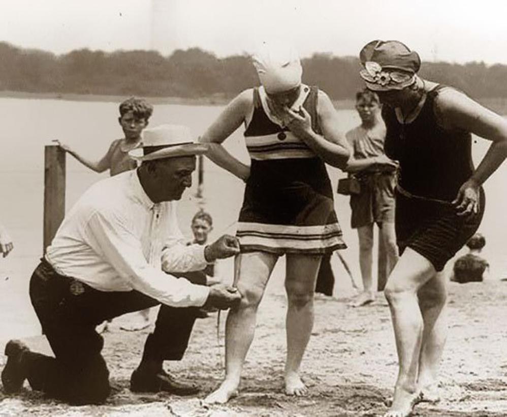 Medición de trajes de baño: si eran demasiado cortos, las mujeres serían multadas, 1920