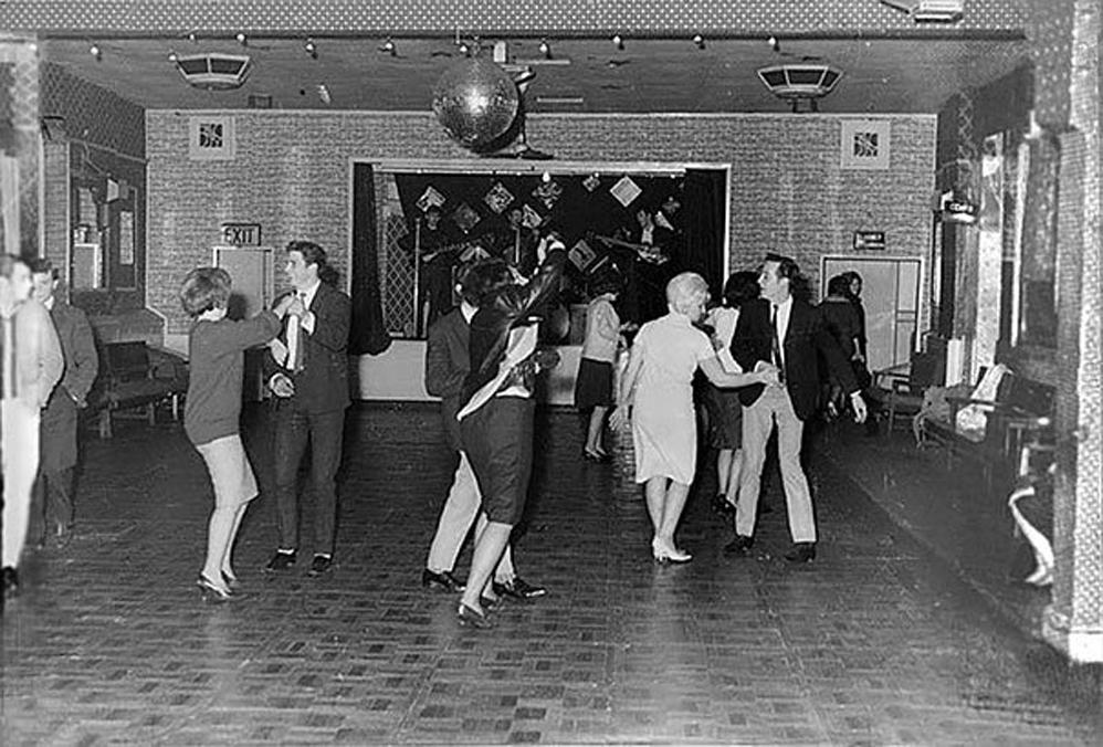 Los Beatles tocando para 18 personas en el Aldershot Club en diciembre de 1961