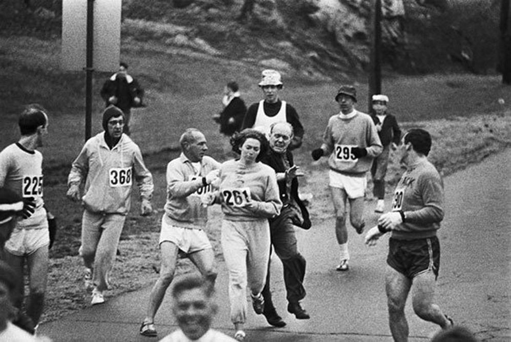 Los organizadores del Maratón de Bostón intentaron detener a Kathrine Switzer: fue la primera mujer en terminar la carrera de 1967