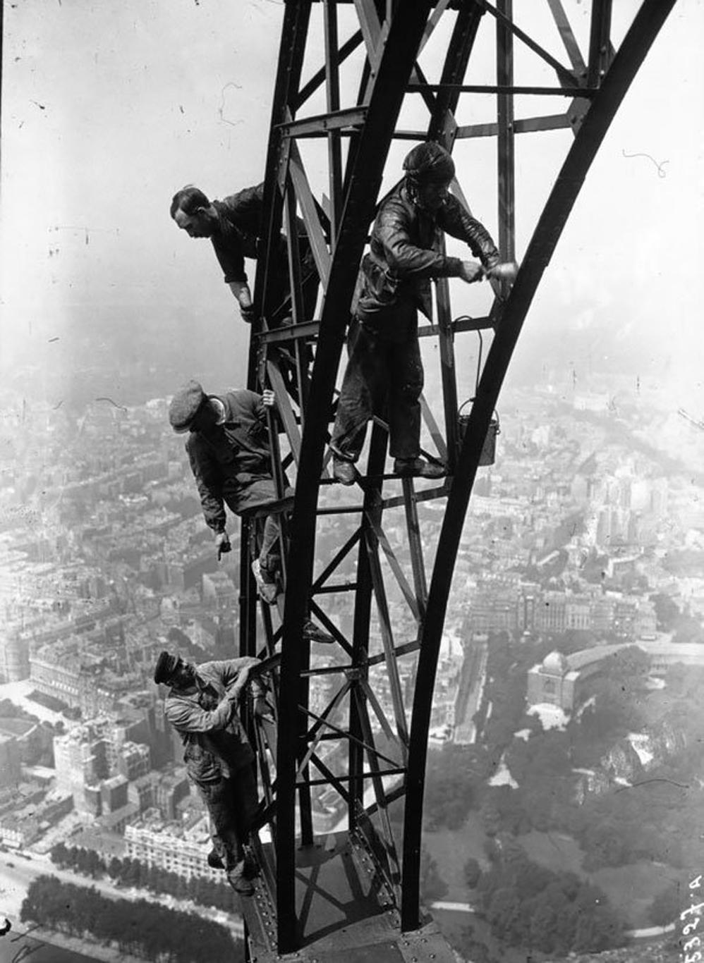 Pintan la Torre Eiffel, 1932