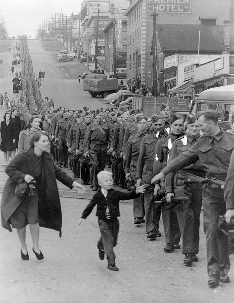 'Espérame papá', de Claude P. Dettloff en New Westminster, Canadá, 01 de octubre de 1940