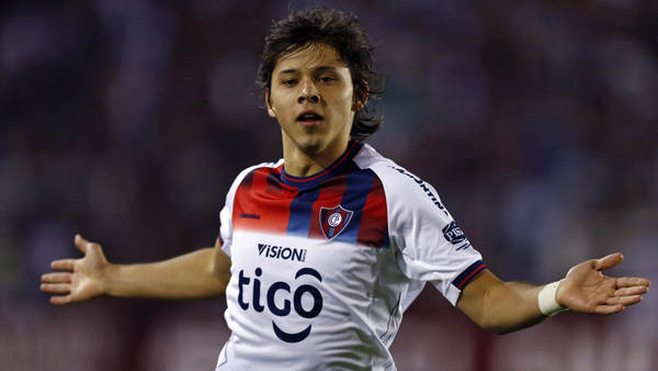 Oscar Romero tiene 22 años y fue campeón en Cerro Porteño del Torneo Apertura 2012 y el Clausura 2013. (Reuter)