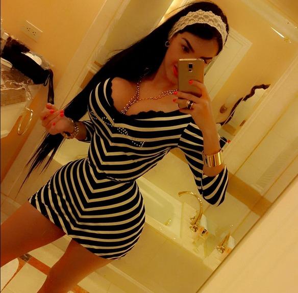 chica corset3