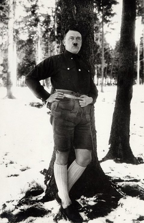 hitler-pantalones-cortos-medias-foto-prohibida