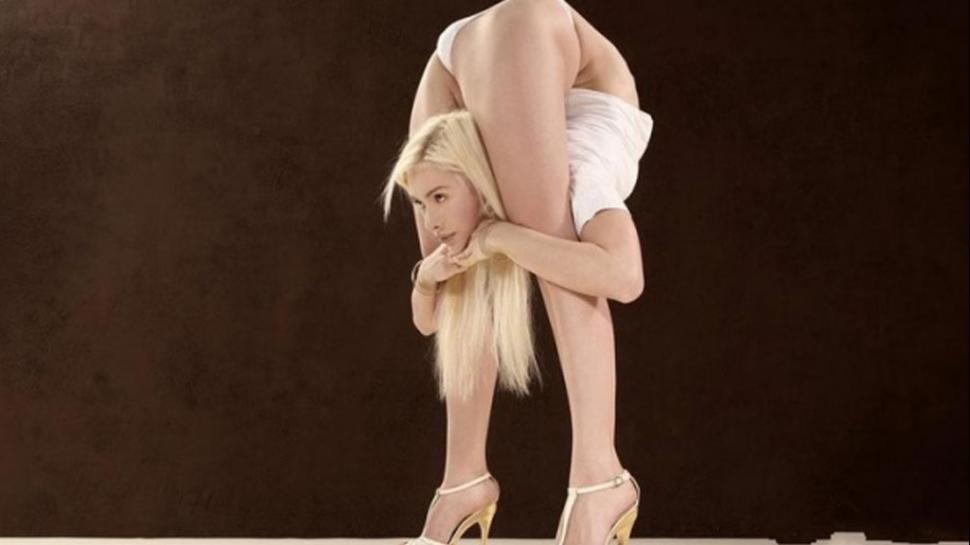 Mujer flexible 1