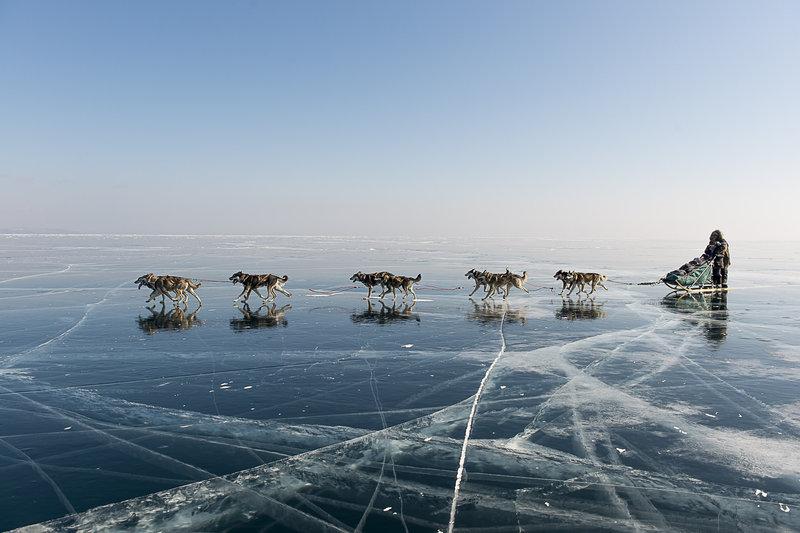 trabajo-de-equipo-sobre-el-hielo