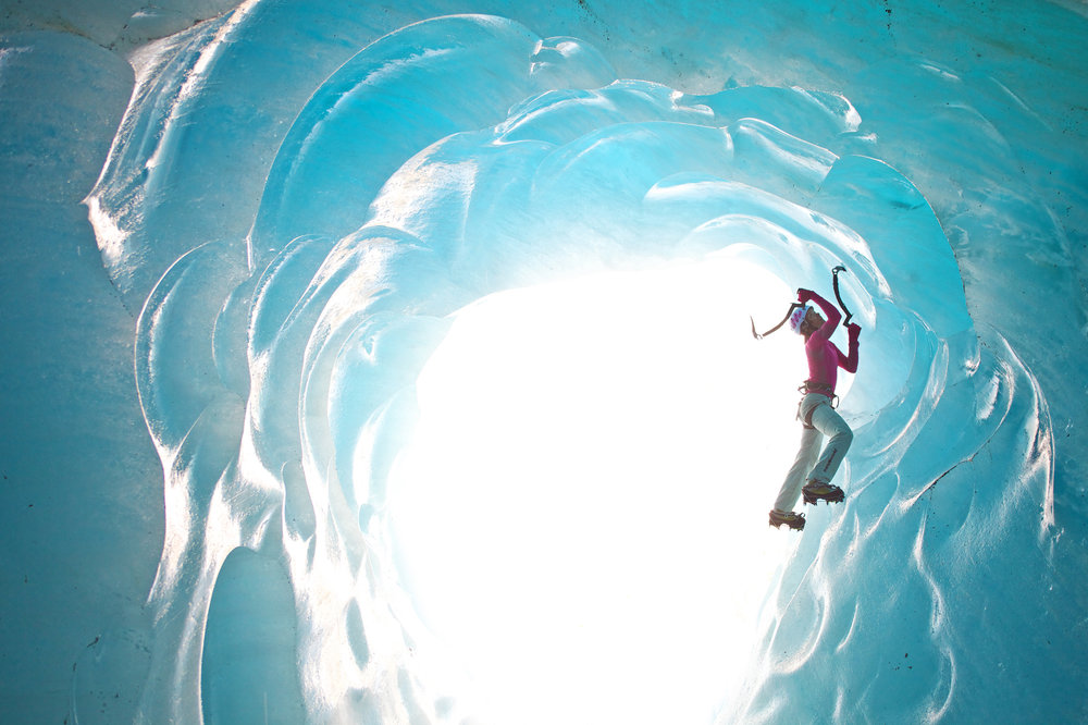 Stephanie Maureau bouldering under Mer de Glace