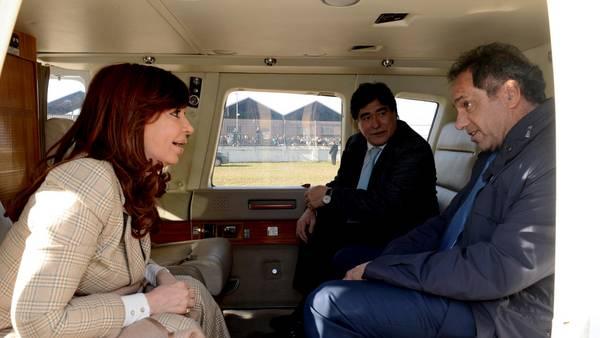 Helicóptero. Cristina voló a Rosario junto a Scioli y Zannini, la fórmula que bendijo como única del Frente para la Victoria para las elecciones presidenciales. Presidencia