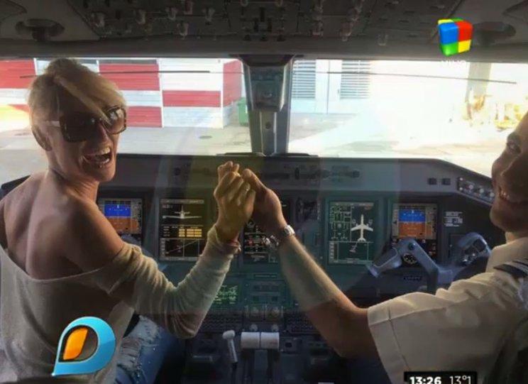 Vicky-Xipolitakis-de-nuevo-cabina1