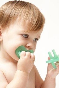 Un chupete especial para los molares, así cuando intenten morder el plástico este masajeé sus encías y evite que el pequeño sufra cuando le estén saliendo los dientes