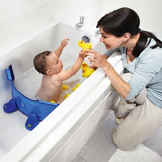 Separador para la bañadera que permite, además de ahorrar agua, que el bebé tenga un área reducida con el fin de evitar posibles accidentes