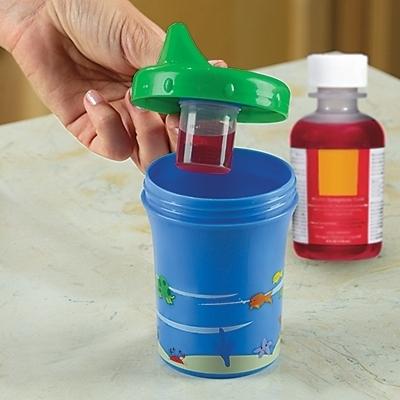 Un biberón que oculta un dispensador para poder introducir, sin que el bebé se de cuenta, aquella medicina que tanto odian