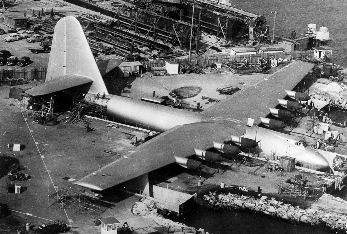 """Stage and Screen, Business, Aviation, Personalities, pic: 1947, The vast wooden sea-plane """"Spruce Goose"""", the design of Howard Hughes, nears completion at Long Beach, California, The oversized sea-plane flew only once, but yielded valuable information in"""