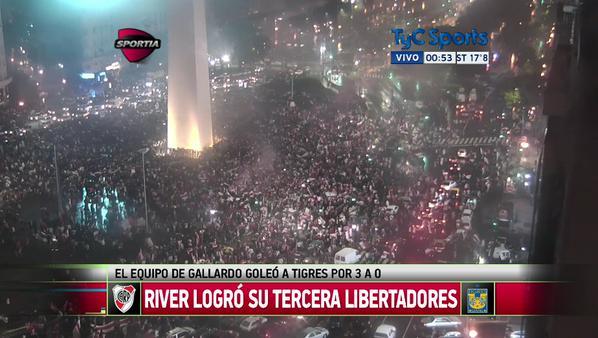 Obelisco-hinchas-River