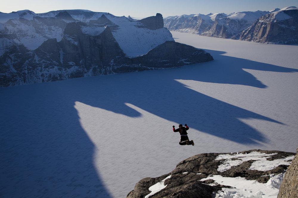 salto-base-lugares-epicos-isla-baffin