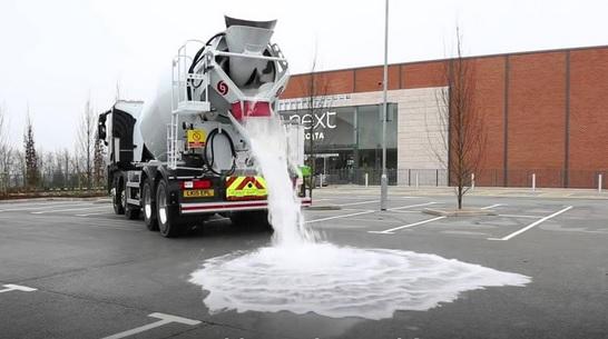 asfalto agua