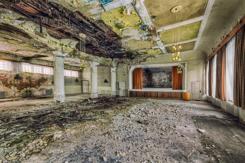 edificios-abandonados-europa-auditorio-fotografo-christian-richter