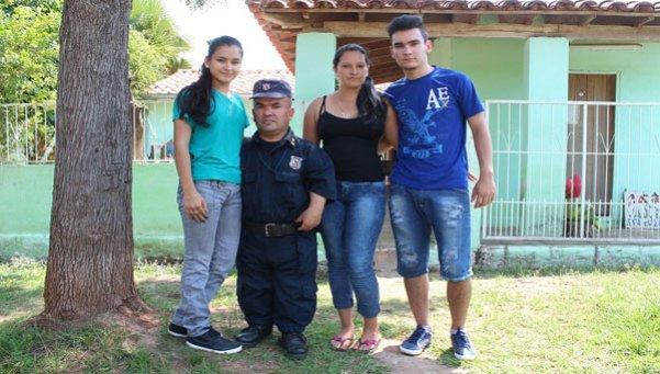 Paraguay-policía-petiso
