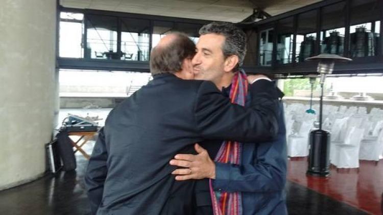 Randazzo se abrazó con Sanz pero negó un acercamiento a Cambiemos