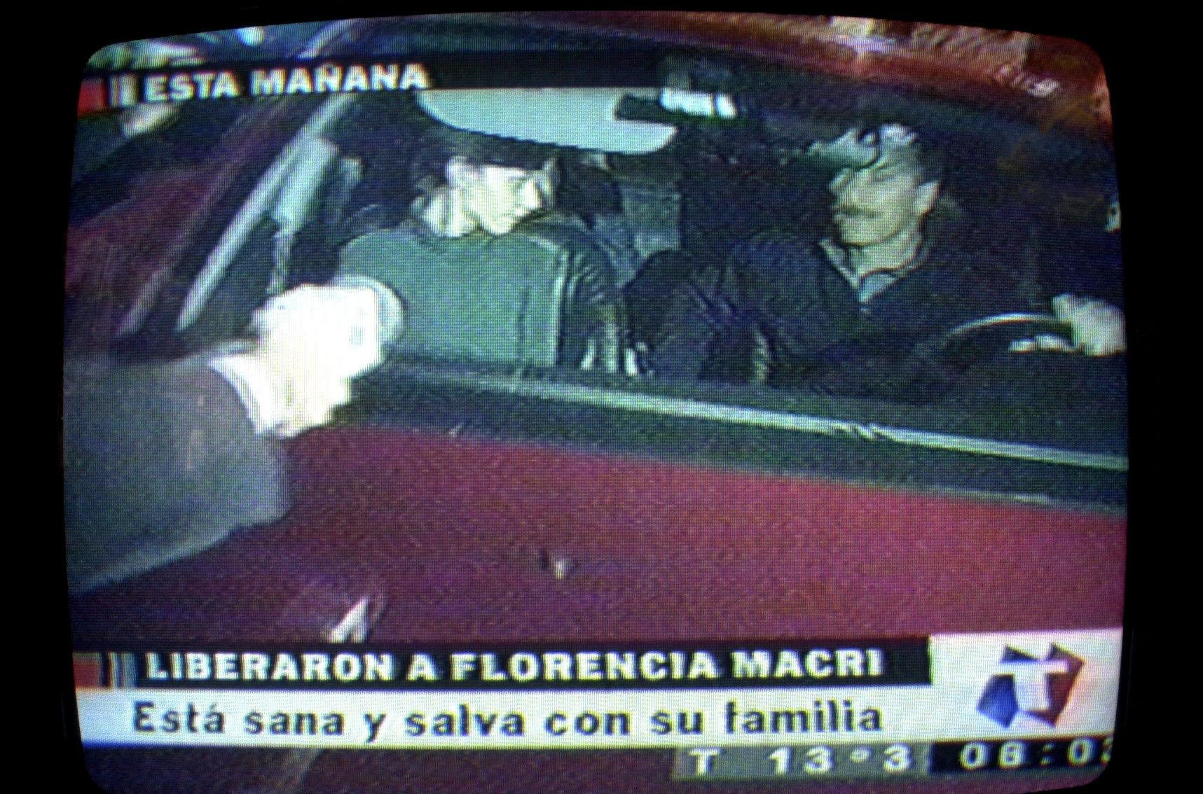 MAURICIO MACRI SE RETIRA JUNTO A SU HERMANA FLORENCIA, TRAS SER LIBERADA EN LA MADRUGADA,  05/05/03