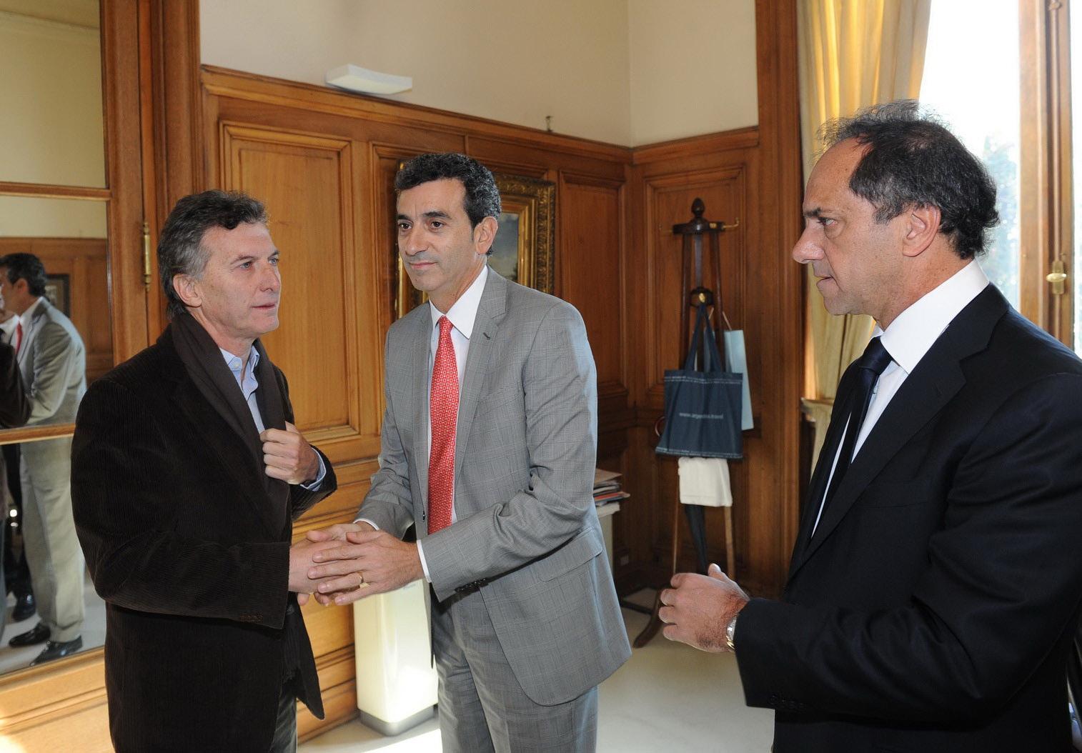 EL MINISTRO DEL INTERIOR, FLORENCIO RANDAZZO, SE REUNIO CON EL GOBERNADOR DE BUENOS AIRES, DANIEL SCIOLI, Y AL JEFE DE GOBIERNO PORTEÑO, MAURICIO MACRI, PARA COMENZAR A DELINEAR LA CONFORMACIÓN DEL NUEVO ENTE TRIPARTITO QUE SE ENCARGARÁ DEL TRANSPORTE EN EL ÁREA METROPOLITANA