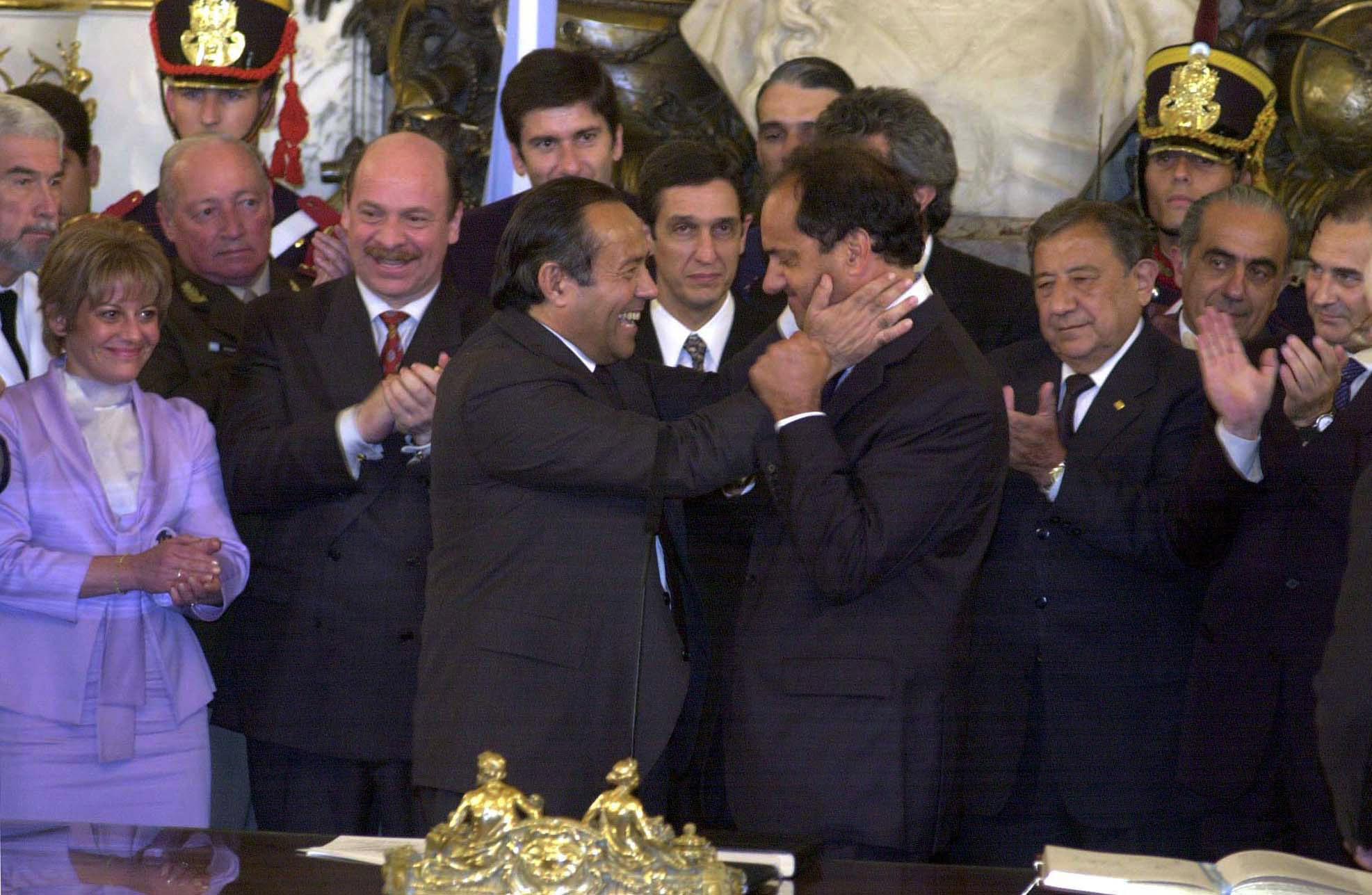 EL PRESIDENTE ADOLFO RODRIGUEZ SAA, TOMA JURAMENTO AL NUEVO SECRETARIO DE DEPORTES, DANIEL SCIOLI 2L 23/12/2001,  EN CASA DE GOBIERNO