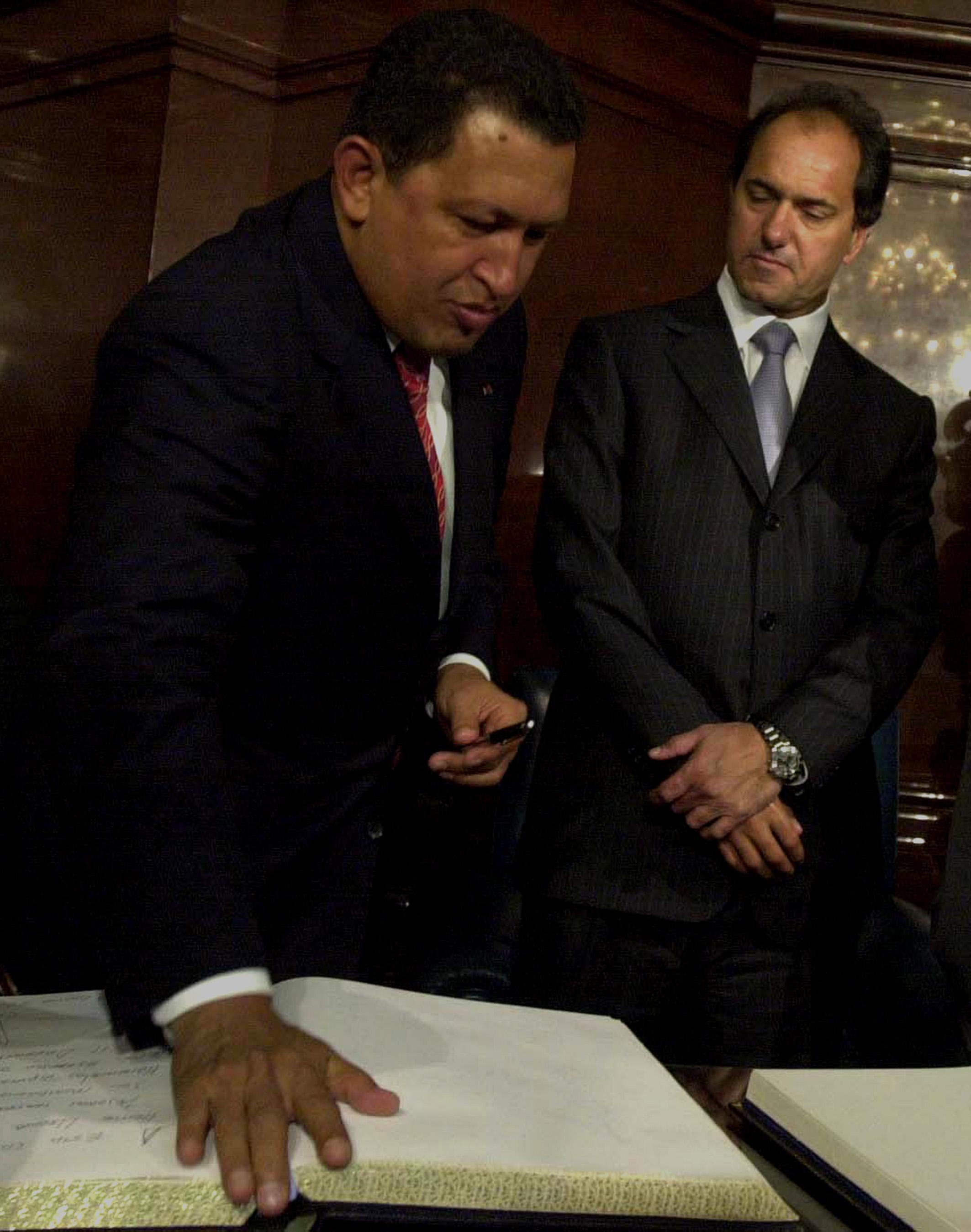 19/08/03 EL PRESIDENTE DE VENEZUELA, HUGO CHAVEZ, JUNTO AL VICEPRESIDENTE ARGENTINO, DANIEL SCIOLI, EN EL CONGRESO NACIONAL