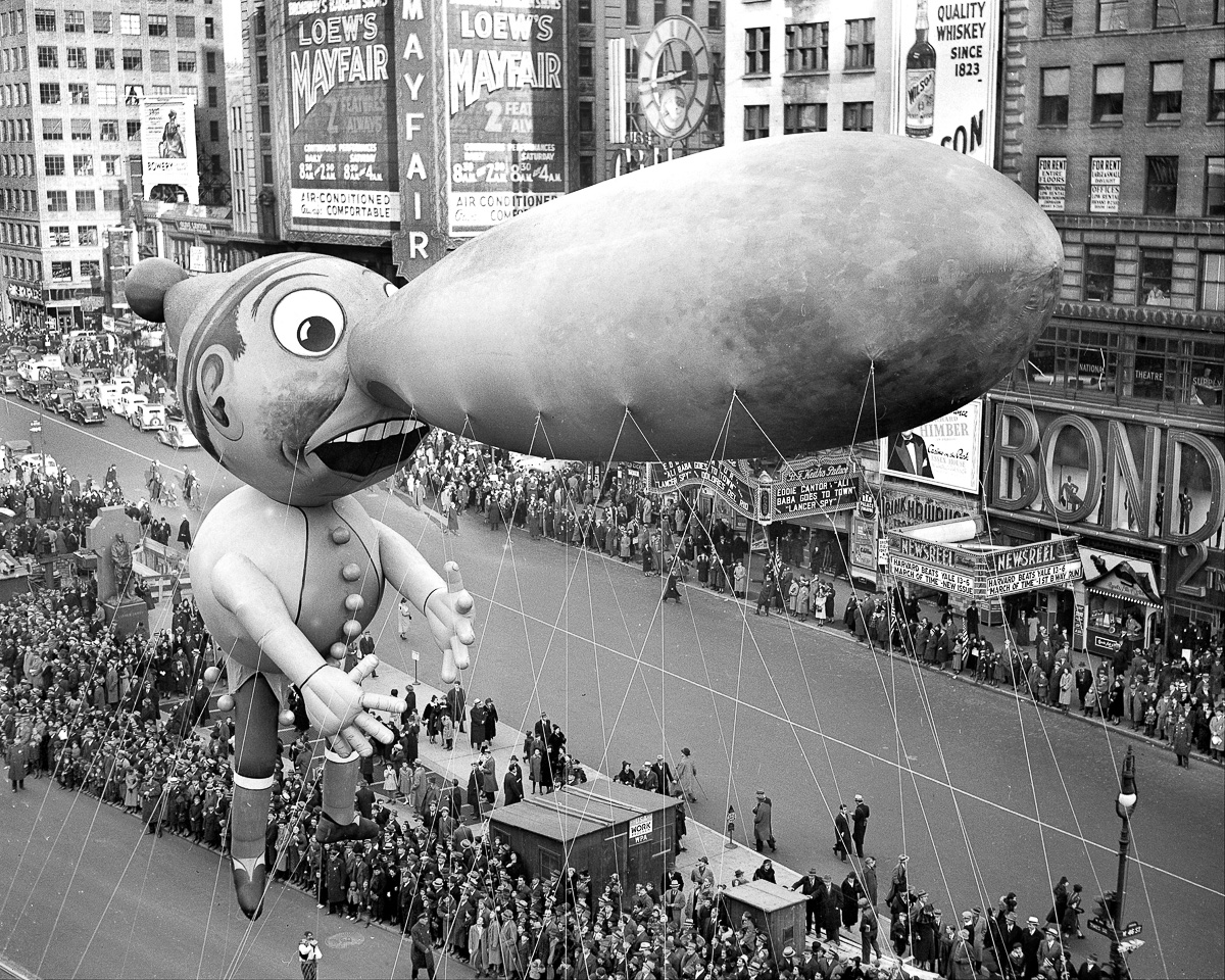 Balloons float down Broadway in thirteenth annual Macy's Tha