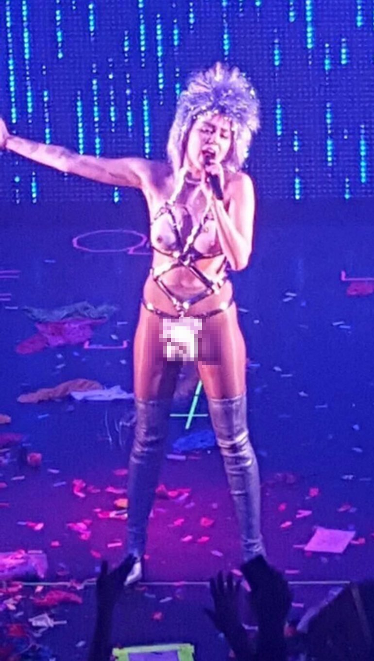 Miley-Cyrus-vestuario-gira1