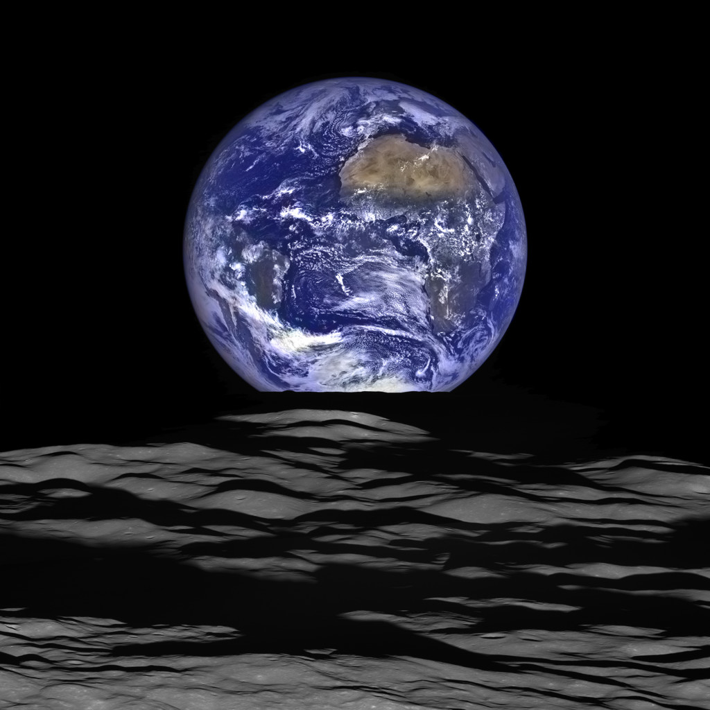 La sonda Lunar Reconnaissance Orbiter captó la salida de la Tierra por el limbo lunar