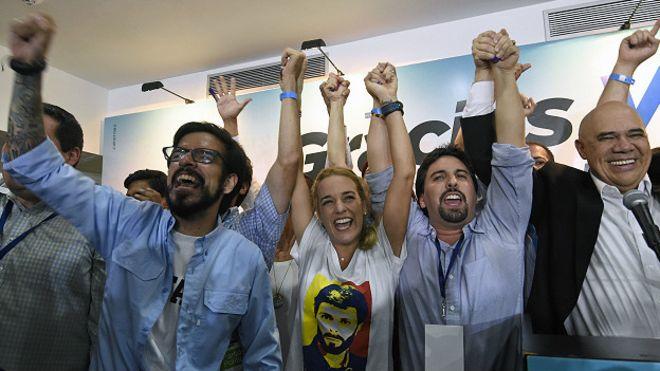 """La cúpula de la Mesa de Unidad Democrática agradeció a los votantes y anunció """"un nuevo rumbo"""" para Venezuela"""