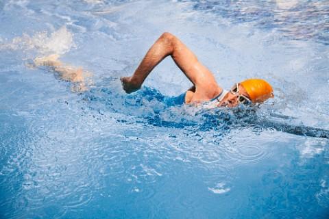 ejercicios_para_ser_mas_alto_nadar