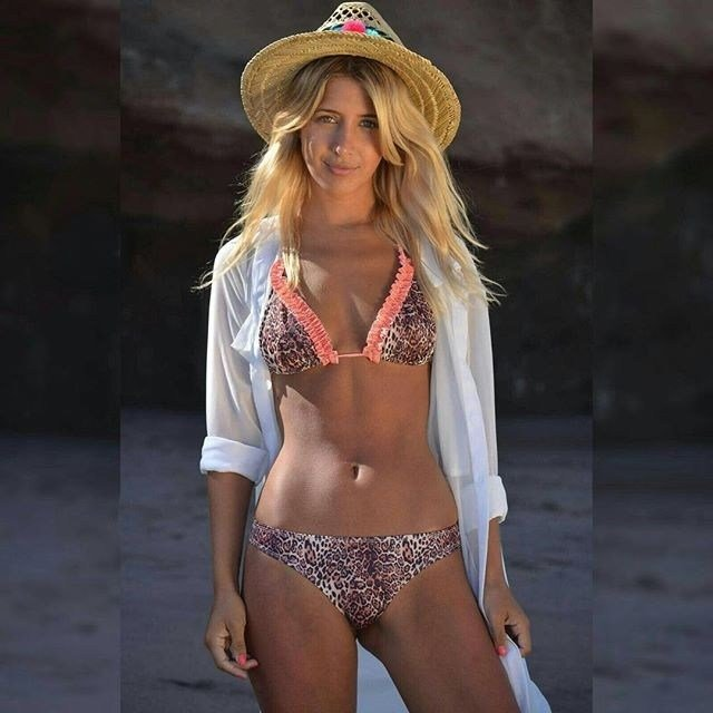 lali-chiquititas-bikini-hot2